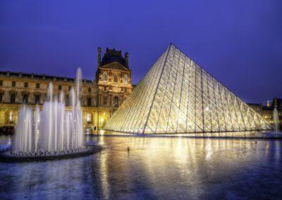 PARIS LE LOUVRE DE NUIT